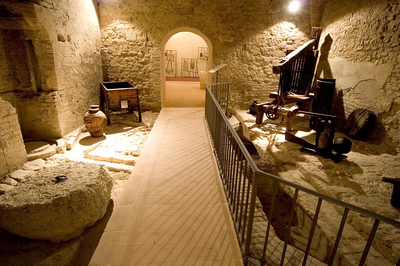 Montefalco, Complesso museale di San Francesco - cantine francescane