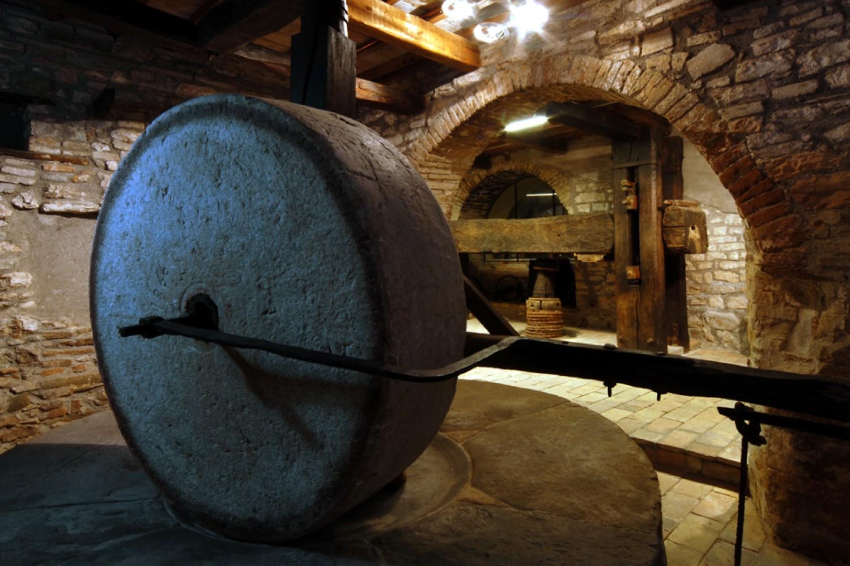 Costacciaro, antico frantoio dell'olio